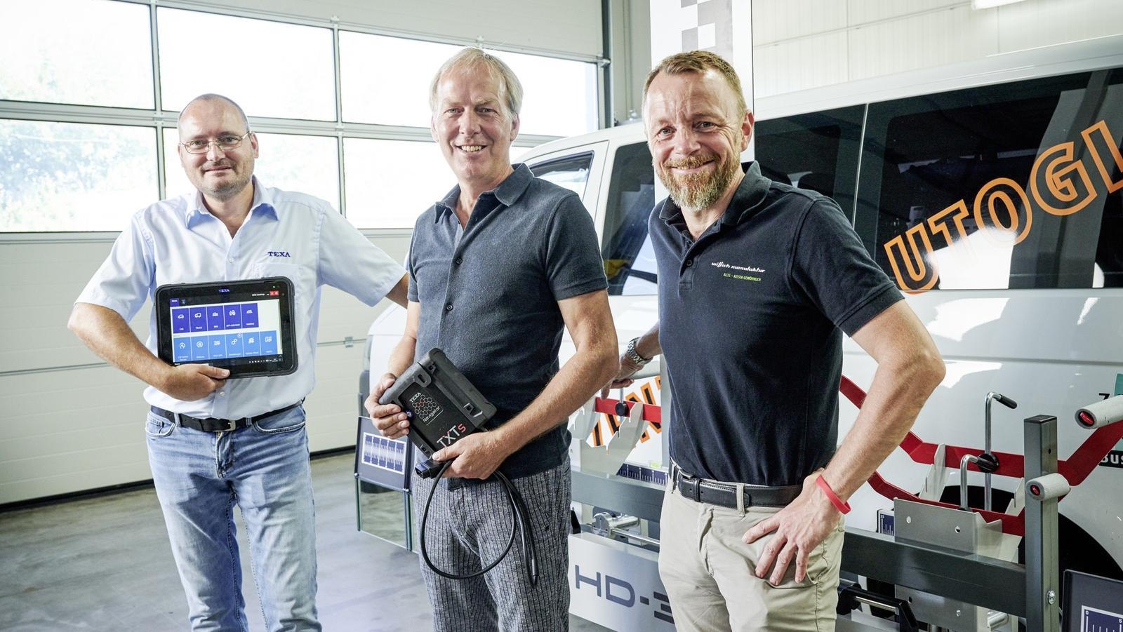 Erfolgreiche Partnerschaft: Thorsten Thomas (von links), Peter Wilhelmstroop und Matthias Wittich kümmern sich mit ihrem mobilen Service um den Einsatz von Ersatzscheiben bei LKW und Bussen sowie die Neukalibrierung von Hilfsassistenten.