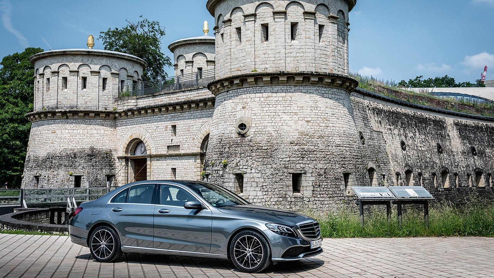 Vielzu schön, um schon altertümlich zu sein: Gut gepflegte C-Klasse-Daimler könnten dank Diesel-Umrüstung noch eine Weile ganz umweltverträglich unterwegs sein.