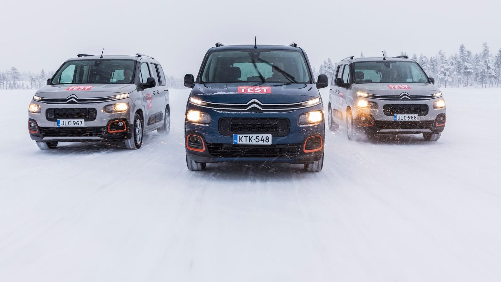 Sollte es doch einmal wieder einen schneereichen Winter geben, müssen auch Ganzjahresreifen sichere Fahreigenschaften bieten.