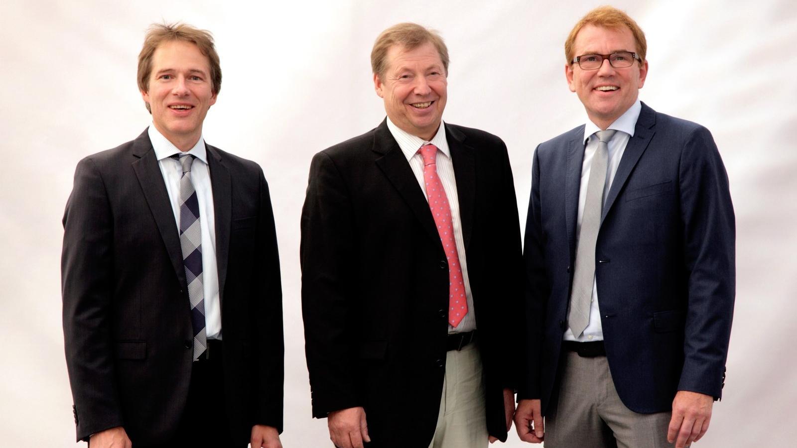 Günter Helmchen, Geschäftsführer Banner Batterien Deutschland GmbH, (Bildmitte) mit den Inhabern von Banner Batterien Thomas Bawart (li.) und Andreas Bawart (re.)